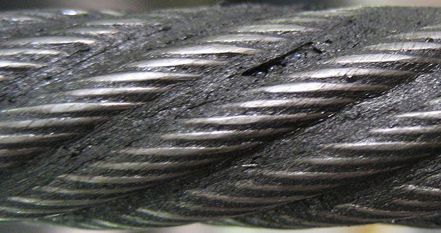 ลวดสลิงเกลียวซ้าย Left-hand ordinary lay (LHOL) wire rope เกลียวขวาถูกมัดเกลียวเข้าเป็นลวดสลิงเกลียวซ้าย